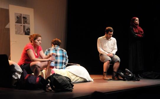 Beirut-Rocks-enfermés-troupe-en-bois-delvienne-02